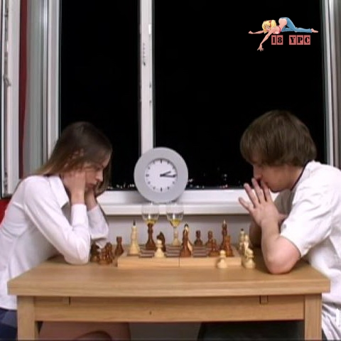 Girl lost himself in chess - 18ypc056